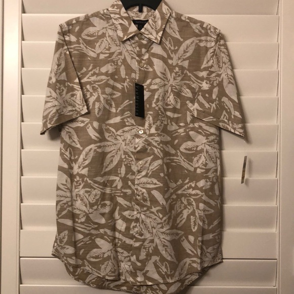 31388c1ddb2 Short sleeved tropical shirt. NWT. Van Heusen